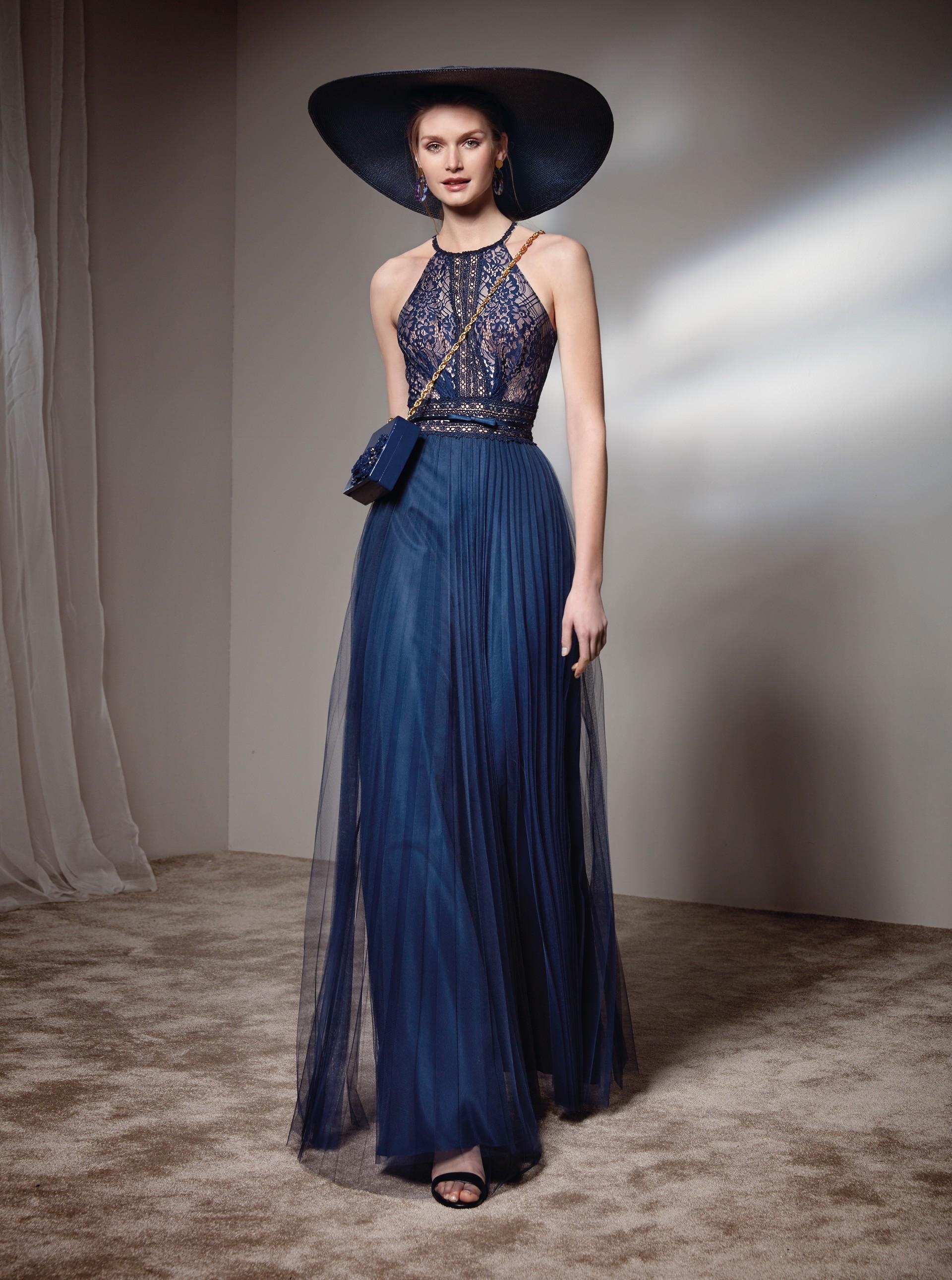 Langes Kleid mit Neckholder-Ausschnitt und Spitzentop von Fara Fiesta in Blau
