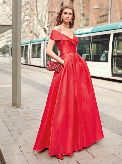 Langes Kleid mit Carmen-Ausschnitt im Prinzess-Stil von Fara Fiesta in Rot