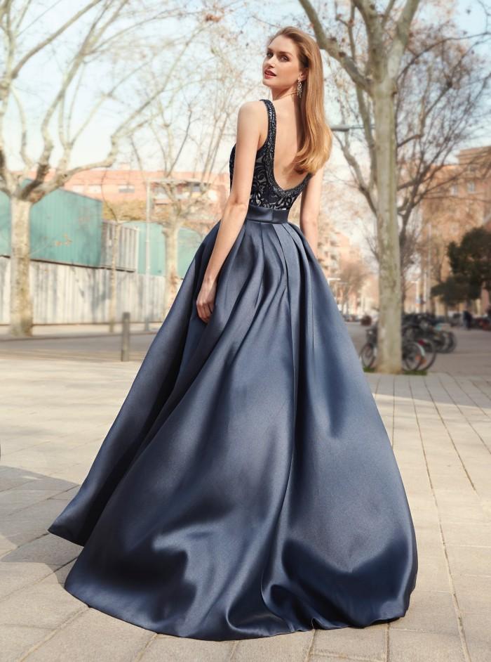 Langes Kleid mit Überrock von Fara Fiesta in Schwarz und Creme
