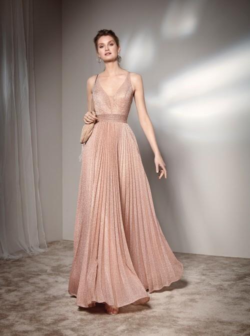 Langes Kleid mit Glitter-Effekt und V-Ausschnitt von Fara Fiesta in Rosa