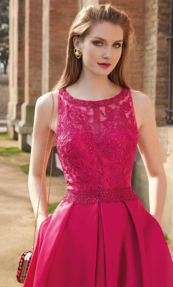 Langes Kleid im Princess-Stil mit Satinrock und Taschen von Fara Fiesta in Pink