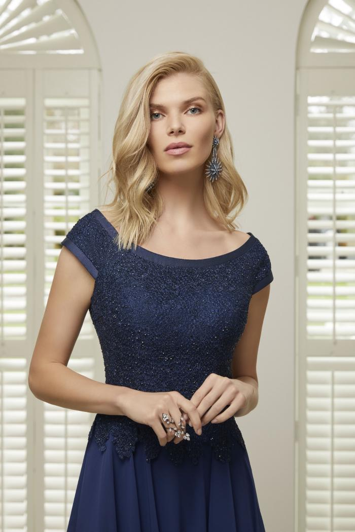 Kleid in A-Linie mit Chiffon-Rock von Ronald Joyce in Blau