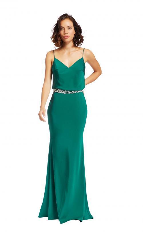 Langes Kleid mit Spaghetti-Trägern aus Satin von Fara Fiesta in Grün