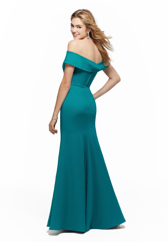 Langes Kleid mit Carmen-Ausschnitt im Fit-and-Flare-Stil von
