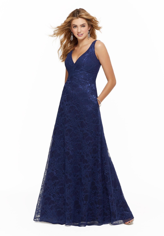Langes, blaues Kleid aus Spitze mit V-Ausschnitt von Morilee