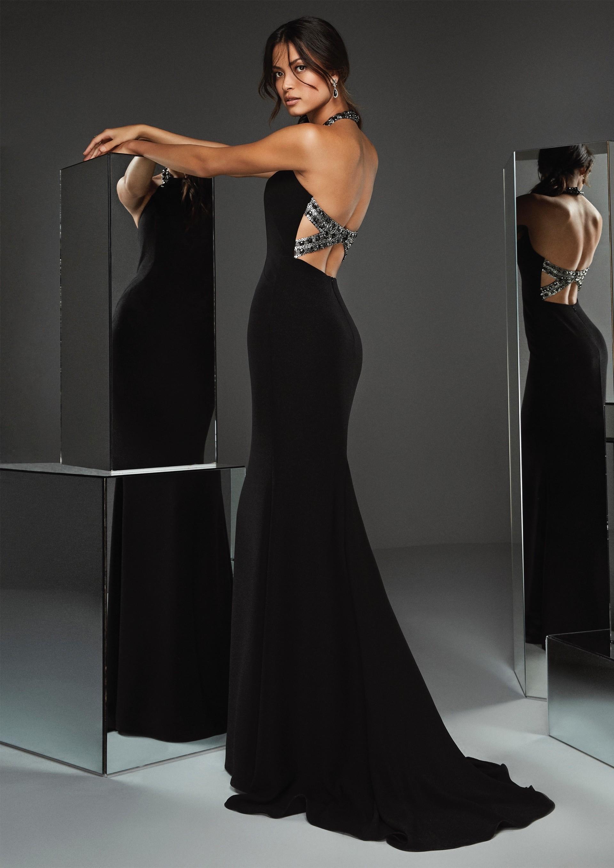 Kleid in Schwarz mit Neckholder-Ausschnitt und ...