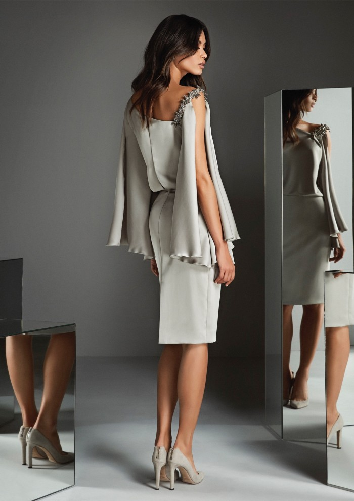 Kurzes Kleid mit Bleistiftrock und asymmetrischem Ausschnitt von Pronovias in Creme