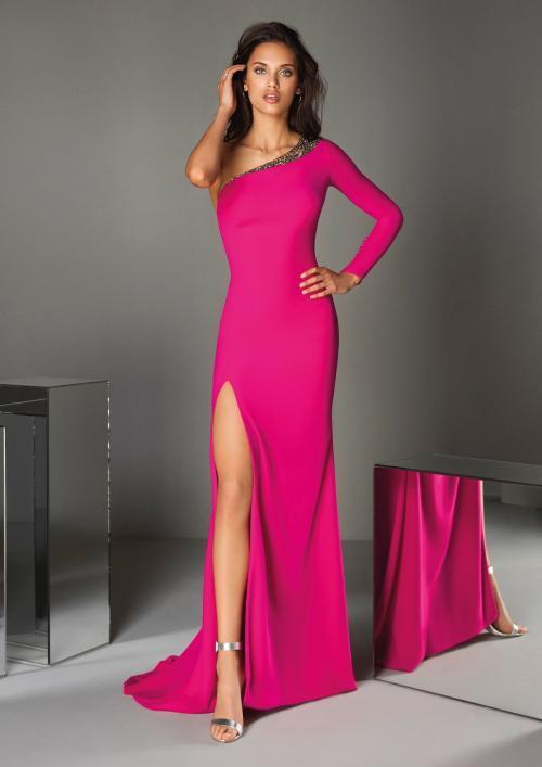 Kleid in Pink aus Crêpe mit langem Ärmel und asymmetrischem Ausschnitt von Pronovias
