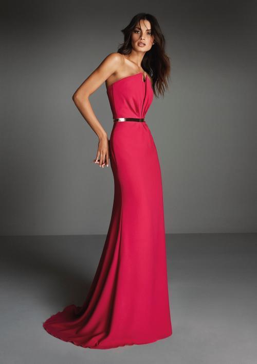 Schulterfreies Kleid aus Crêpe in Rot mit Drapierung am Oberteil von Pronovias