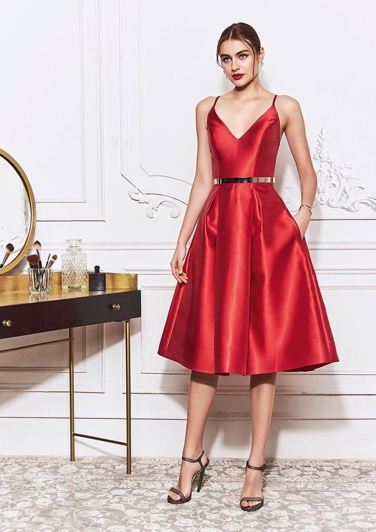 Kurzes Kleid aus Mikado mit schwungvollem Rock und V-Ausschnitt von St.Patrick in Rot