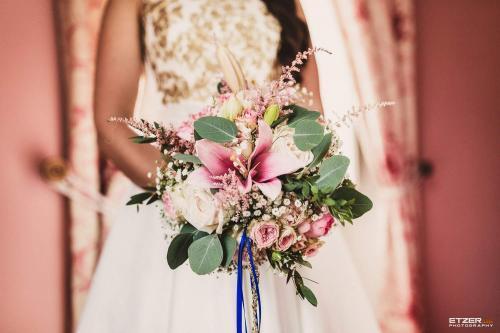 orientalischer Hochzeitsstrauß mit Lilien
