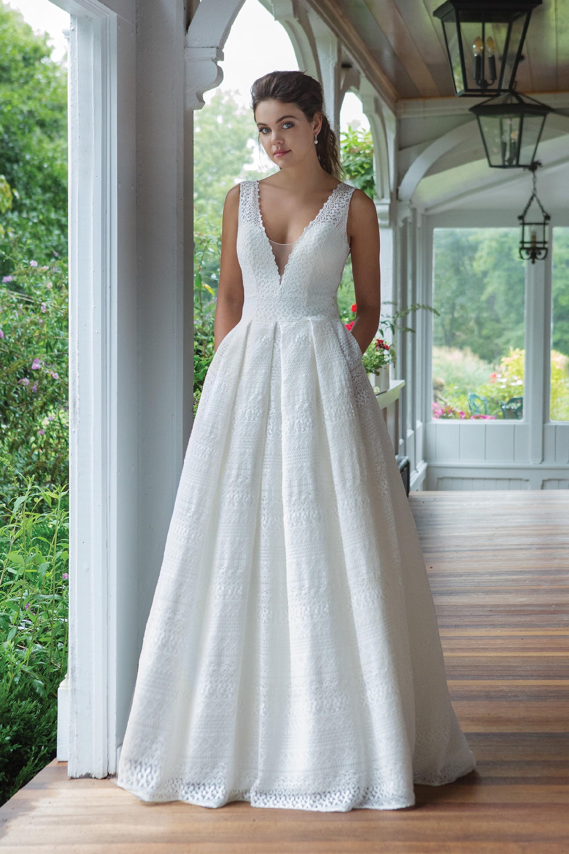 Modell 11045 aus Brautmoden-Kollektion Herbst 2019 von Sweetheart