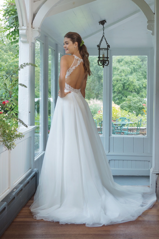 Modell 11056 aus Brautmoden-Kollektion Herbst 2019 von Sweetheart
