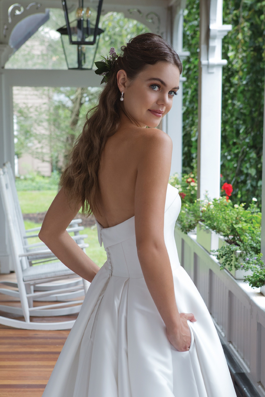 Modell 11061 aus Brautmoden-Kollektion Herbst 2019 von Sweetheart