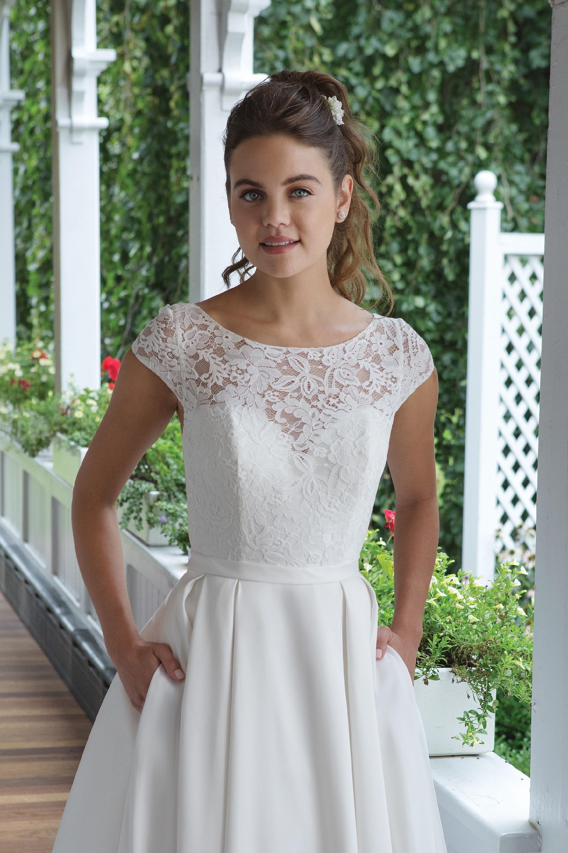 Modell 11065 aus Brautmoden-Kollektion Herbst 2019 von Sweetheart