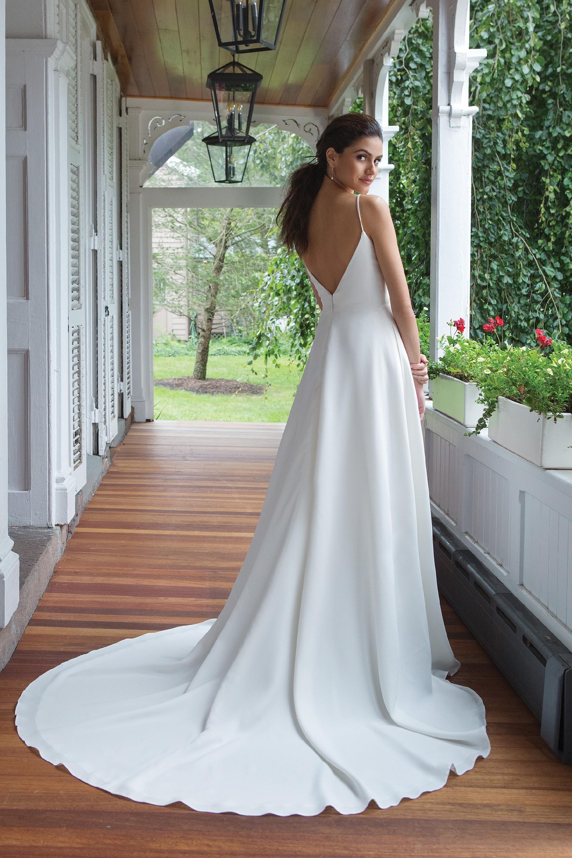 Modell 11069 aus Brautmoden-Kollektion Herbst 2019 von Sweetheart