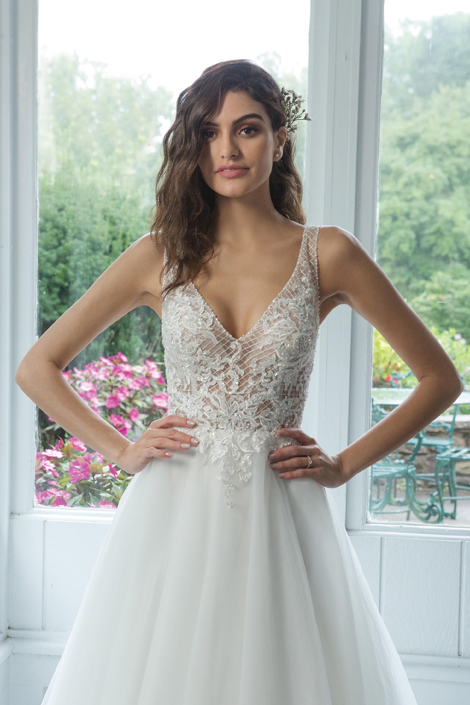 Modell 11070 aus Brautmoden-Kollektion Herbst 2019 von Sweetheart