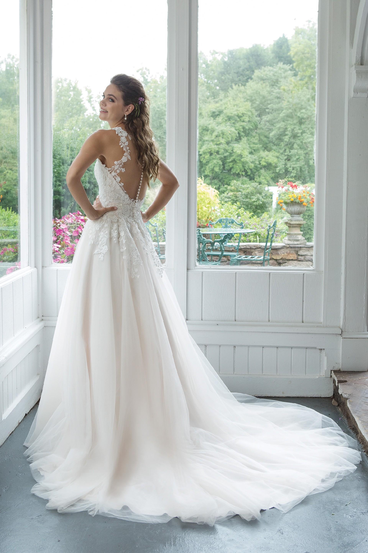 Modell 11082 aus Brautmoden-Kollektion Herbst 2019 von Sweetheart
