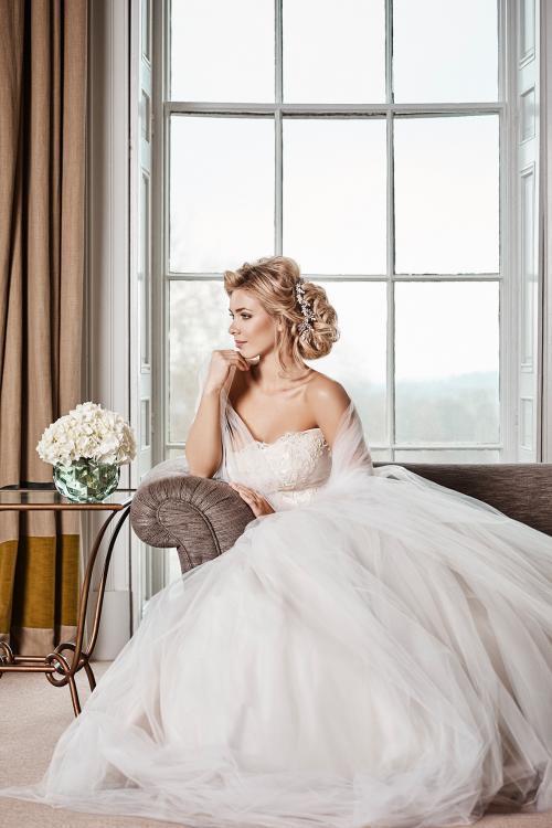 Twisted Chignon als Brautfrisur