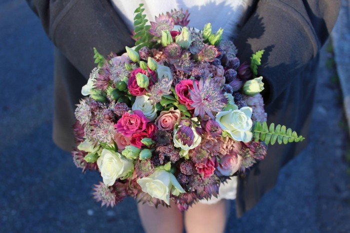 Winterlicher Brautstrauß mit Beeren